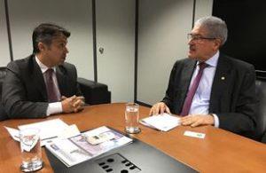 Legenda: Deputado José Rocha com o presidente do INSS, Leonardo Gadelha