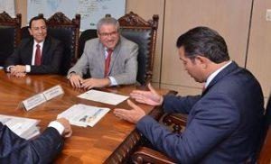 Legenda: (esq. p/ dir.) Diretor Dnit-BA, Amauri Sousa Lima, deputado José Rocha e o ministro Maurício Quintella